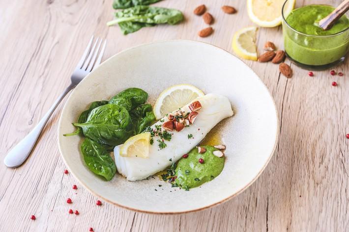 Recette Food4Good - Dos de Cabillaud MSC poché, sauce pesto aux pousses d'épinard
